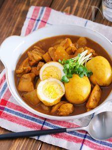 ボリューム満点♪お蕎麦やさんの『鶏大根とゆで卵の和風カレー』