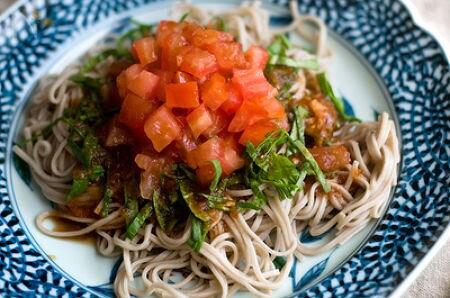 トマト丸ごと1個使った蕎麦サラダ