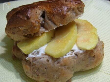 胡桃パンのリンゴサンド