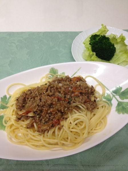 香草風味のミートソーススパゲティ