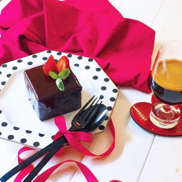 10. 牛乳パックの型でプチガトー風ムースケーキ