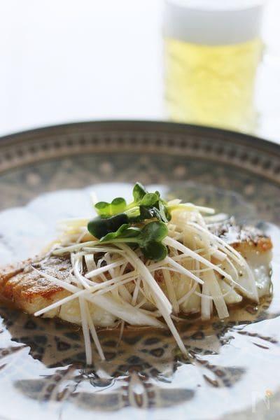 1. タラのムニエル、香味野菜がけ