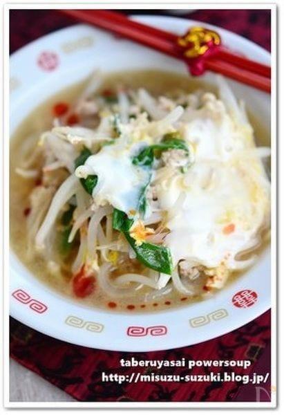 もやしと豚ひき肉の食べる中華風スープ