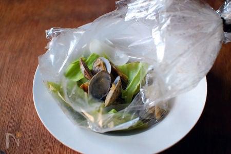 アサリと香味野菜の蒸し焼き。