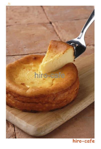 小ぶりなホールチーズケーキ
