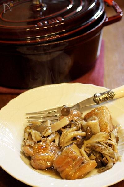 ストウブ鍋☆鶏もも肉のきのこ煮込み