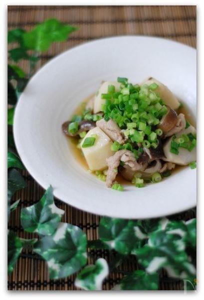 たっぷりネギ乗せ豚肉と里芋の煮物
