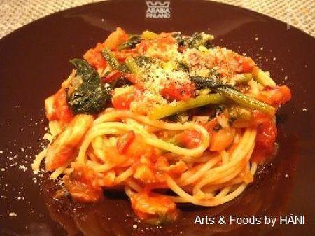 鯵と小松菜の辛いトマトソースパスタ
