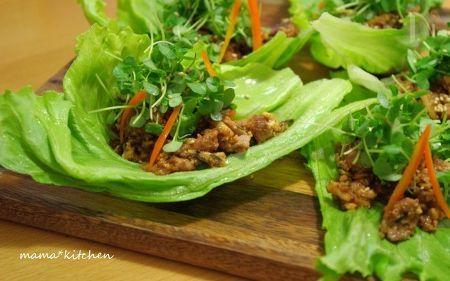 肉味噌豆腐と青じその新芽のレタス包み