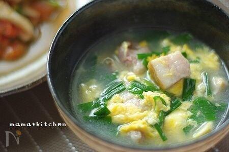 角切りベーコンのニラ玉スープ