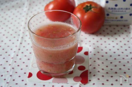トマトとカルピスの手もみジュース