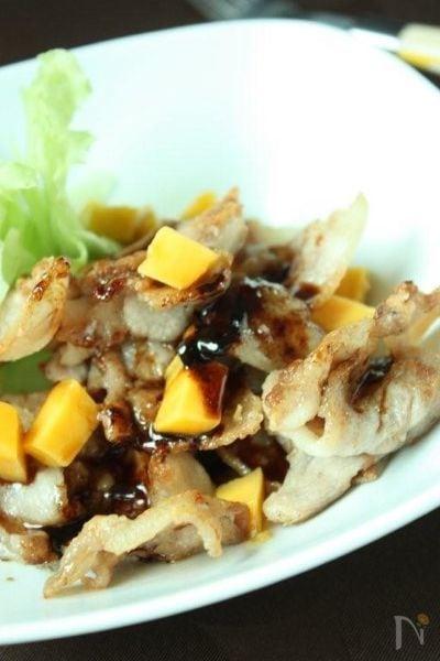 カリ旨揚げ豚とプリンセスマンゴーのバルサミコソース