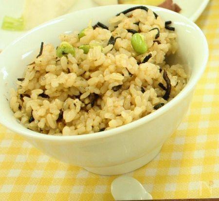 ひじきと発芽ビーンズの玄米炊き込みごはん