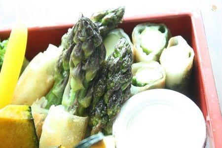 アスパラとチーズと大葉の春巻き
