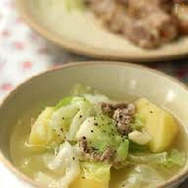 ジャガイモとキャベツのにんにくスープ