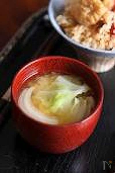 【玉ねぎとキャベツのあっさりみそ汁】