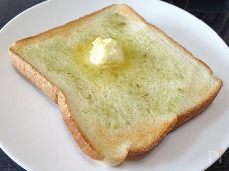 わさびがほんのり香るトースト
