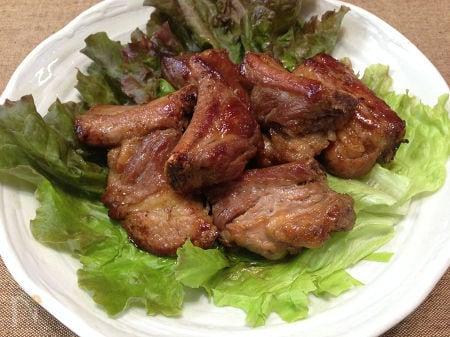 骨付き豚バラ肉の八角焼き
