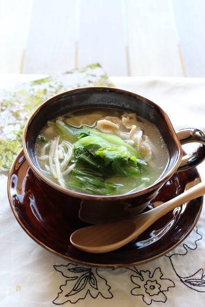 2. チンゲン菜とえのきと豚肉の中華風スープ