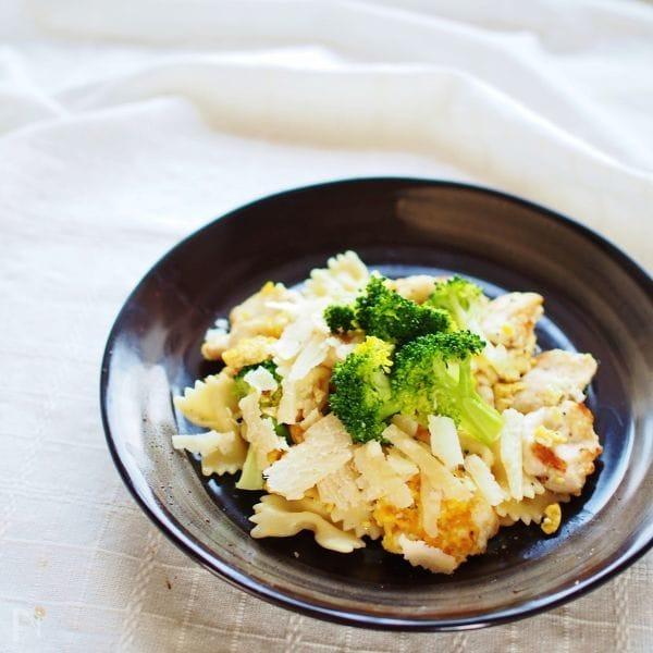 鶏胸肉とブロッコリーのパスタ~パルミジャーノ~