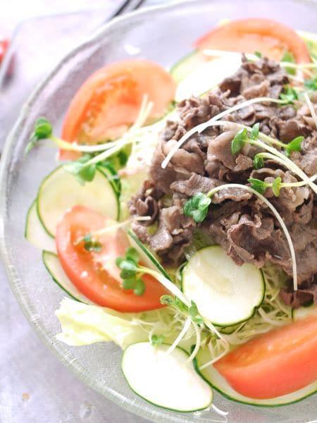 熱々ドレッシングで野菜がしんなり☆ホットビーフサラダ