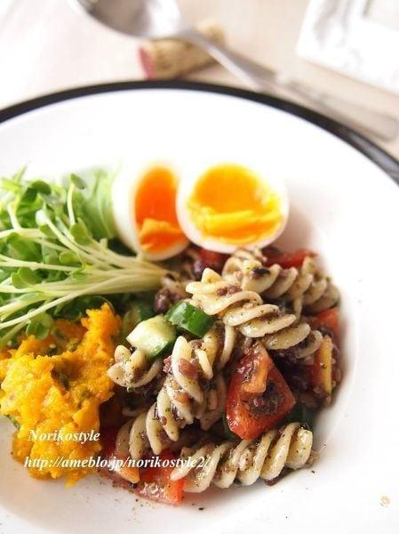フジッリと雑穀のゴマソースサラダ