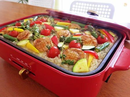 4. ホタテと夏野菜のホットプレートパエリア