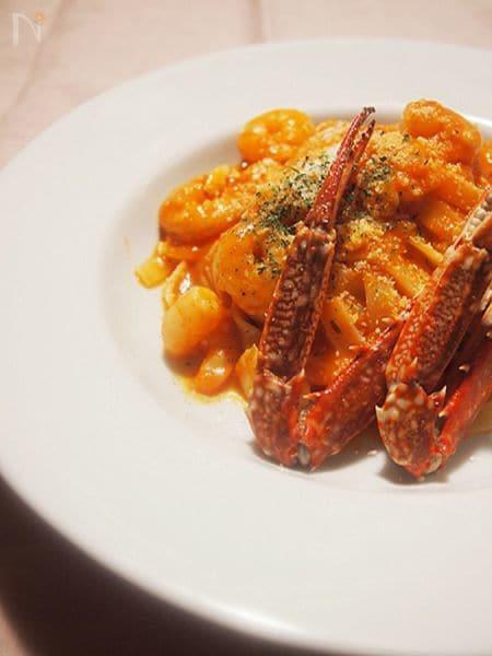 渡り蟹と小エビのトマトクリームパスタ♪
