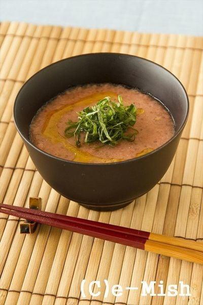 9. 和風冷製スープ「トマトとチアシードのすりながし」