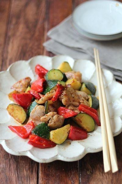 2. ズッキーニと鶏の生姜炒め
