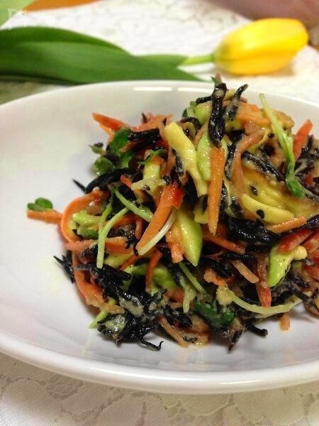 [スプラウトレシピ]ひじきとアボカドとスプラウトのサラダ