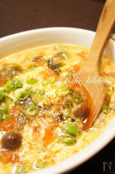 2. トマトとわかめのふんわり卵の中華スープ