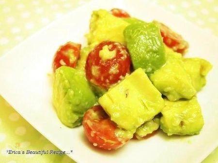【美肌レシピ】アボカド&トマトのわさび塩麹和え