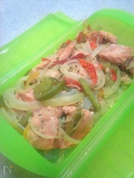 レンジで簡単!鮭と彩り野菜の蒸し焼き
