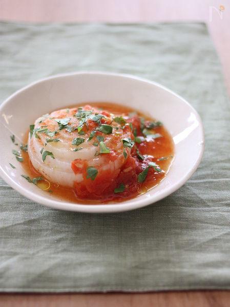 新玉ねぎのガーリックトマト煮