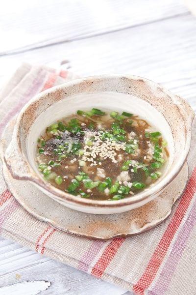 豚ひき肉とニラの冷製もずく酢スープ