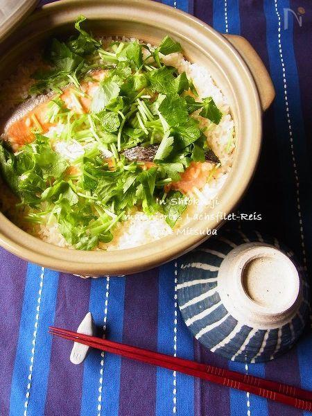 塩麹鮭と三つ葉の土鍋ご飯