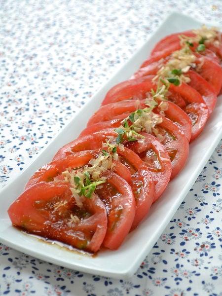トマトのおかかにんにくしょうゆ浸し
