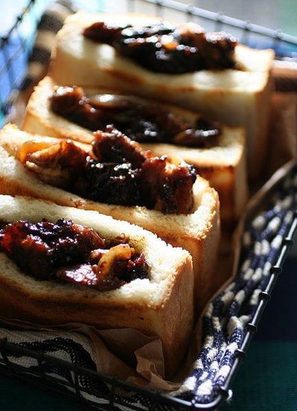 豚生姜焼きのサンドイッチ