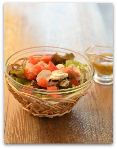 マッシュルームのサラダ粒マスタードとナツメグのドレッシング