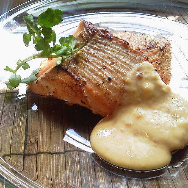 醤油麹で秋鮭のソテー豆乳チーズソース