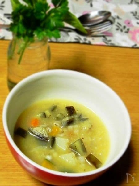 なちゅこ 白生しょうゆ糀の押し麦入り具だくさんな野菜のスープ
