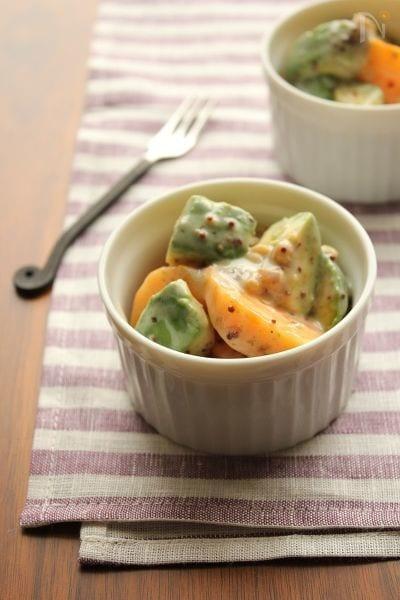 柿とアボカドのヨーグルトサラダ☆ハニーマスタード風味