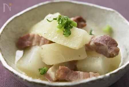 大根と厚切りベーコンの煮物