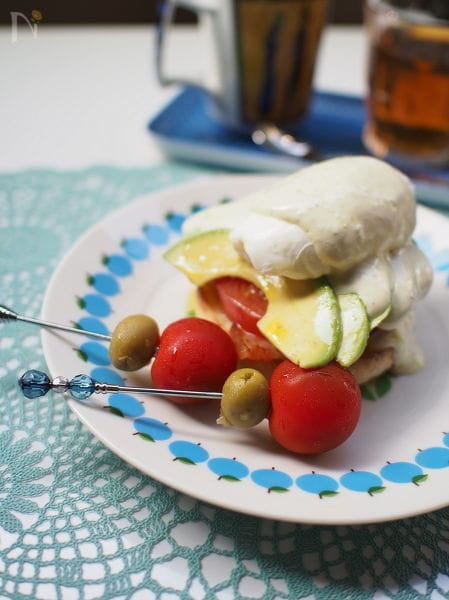 アボカドとトマトのエッグベネディクト