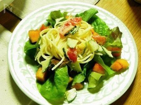 柿添えサラスパサラダ