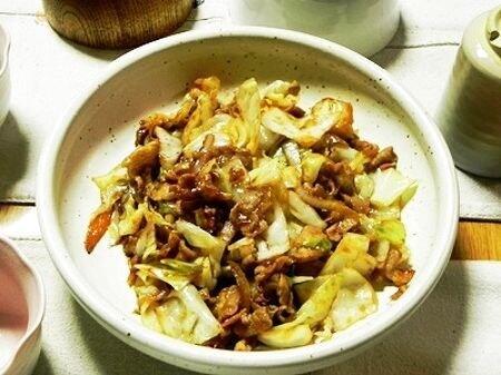 キャベツと豚バラ肉の甘味噌炒め