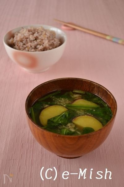 さつま芋とほうれん草の生姜味噌汁