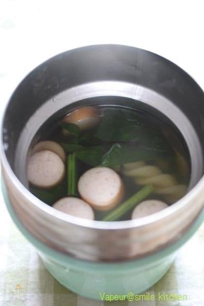 スープジャーでつくるほうれん草とソーセージのパスタスープ