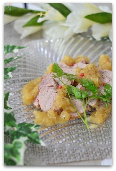 豚肉のワイン蒸し玉ねぎソース
